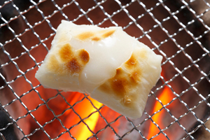 定番の食べ方ばかりじゃ飽きちゃう!お餅の美味しい人気レシピ5選のサムネイル画像