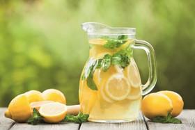 おしゃれ女子の愛用ドリンク「レモネード」の作り方とアレンジレシピのサムネイル画像