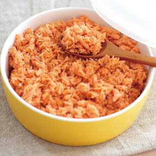 ご飯だけじゃない!鮭フレークを使った絶品料理の作り方まとめのサムネイル画像