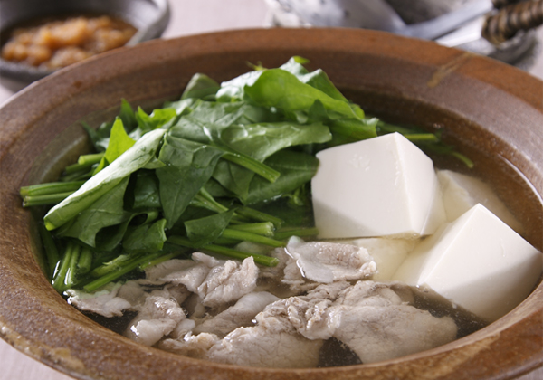 栄養たっぷり鍋♪お野菜もお肉も美味しく食べれるほうれん草鍋レシピのサムネイル画像