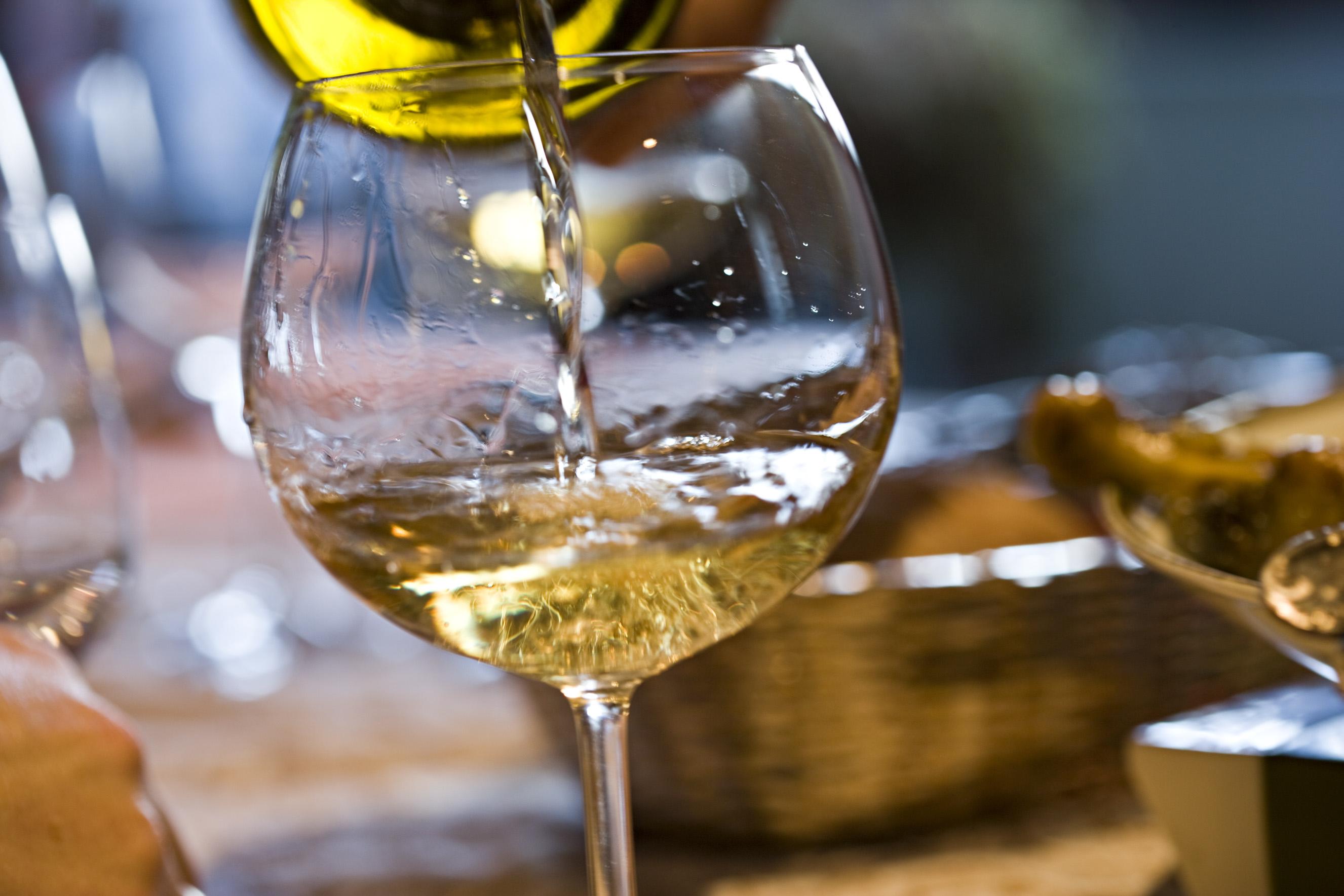 特別な日に試したい♪白ワインを使ったちょっとお洒落で素敵なレシピのサムネイル画像