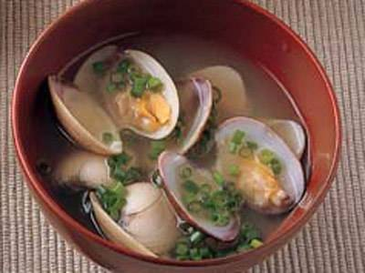 日本の食卓の定番!あさりを使ったお味噌汁のおすすめレシピ5選のサムネイル画像