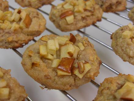 りんごを足すだけで美味しくなる♡りんごクッキーの作り方を紹介♪のサムネイル画像