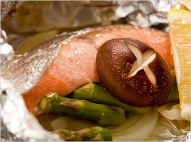 アウトドアでも大活躍 ! アレンジのきいた鮭のホイル焼きレシピ5選のサムネイル画像