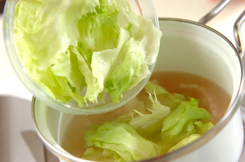 一滴も逃さず摂りたいビタミン、レタスのスープおすすめレシピ5選!のサムネイル画像