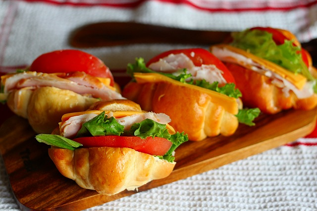 お洒落な朝食に♪お出かけのお弁当に♪ロールパンサンドイッチ☆のサムネイル画像