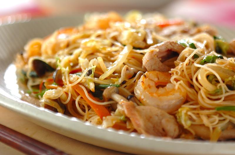 簡単でびっくり!栄養満点☆焼きビーフンのおすすめレシピ5選♪のサムネイル画像