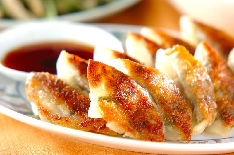 みんなだいすき!中華の定番といえばこれ!美味しい餃子の簡単レシピのサムネイル画像