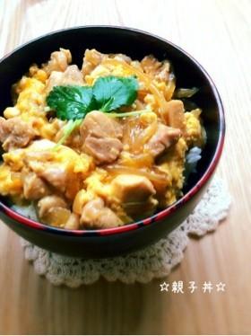親子丼と一緒に何食べる?栄養バランスを考えたおすすめのおかず5選のサムネイル画像