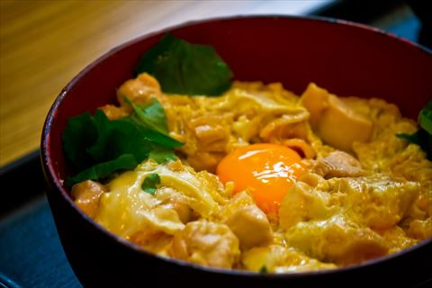 え?これが胸肉なの?驚きのしっとりやわらかな親子丼レシピ!のサムネイル画像