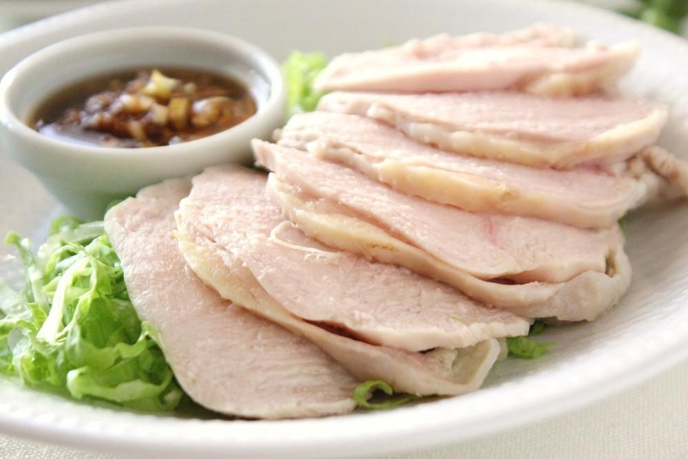 ついパサついちゃう鶏胸肉を柔らかくする方法と活用メニュー!のサムネイル画像