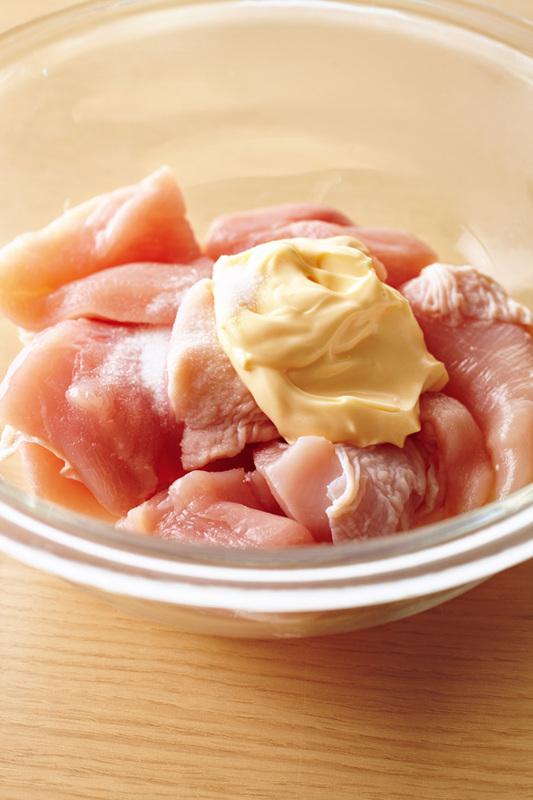 パサつきがちな鶏胸肉をマヨネーズでしっとり味に!お役立ちレシピ集のサムネイル画像