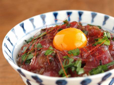 旬にはたっぷり食べておきたい かつおの漬けの作り方・レシピのサムネイル画像