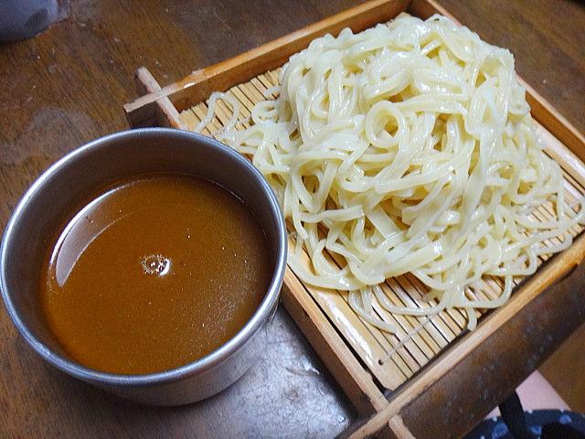 つけ麺のスープは様々な味があり食べ比べしてみるのもおすすめですのサムネイル画像