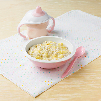 離乳食に鶏ひき肉はいつから与えてもいいの?調理方法とレシピのサムネイル画像