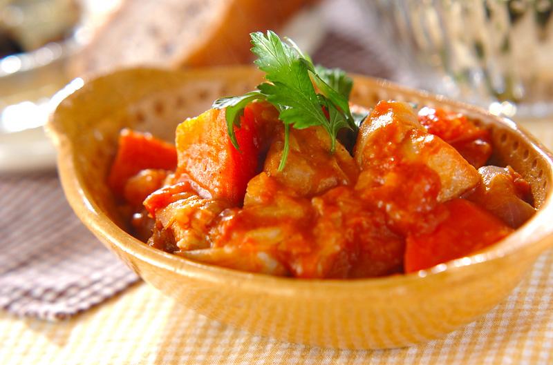 ほろほろチキンが旨い!チキンとトマトの煮込み料理レシピ☆のサムネイル画像