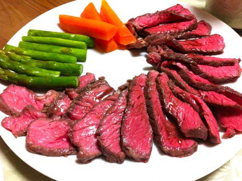 驚き!ご馳走の代名詞ローストビーフを炊飯器で簡単に作る方法。のサムネイル画像