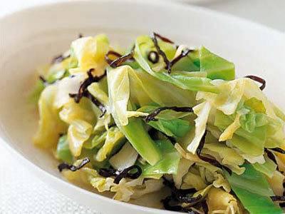 手軽にできてスグ美味しい!キャベツと塩昆布のサラダがシャキっ♪のサムネイル画像