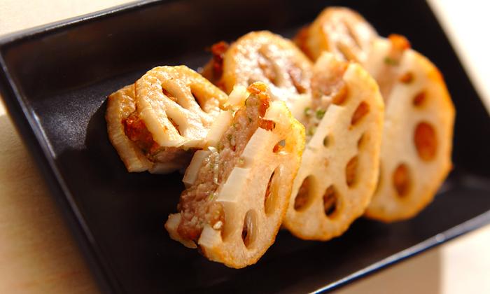 しゃきしゃきのれんこんとひき肉のおすすめレシピをご紹介します♪のサムネイル画像