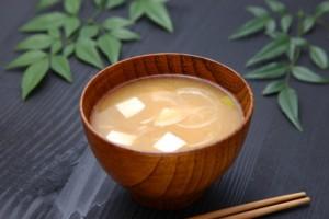 上品なお味噌汁を作るなら♪白味噌を使ったお味噌汁の作り方4選のサムネイル画像
