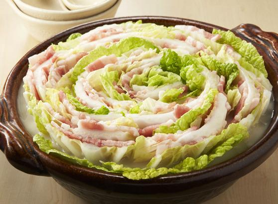 暑い夏でも鍋を食べよう!白菜のミルフィーユでおしゃれに鍋タイムのサムネイル画像