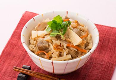 作り方はとっても簡単!たけのこを使った炊き込みご飯のレシピ♪のサムネイル画像