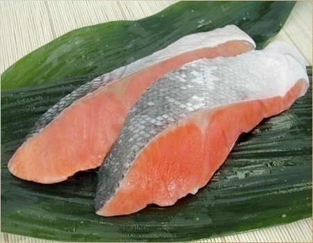特売の鮭も冷凍保存で美味しく♪冷凍保存した鮭を使ったレシピ☆のサムネイル画像