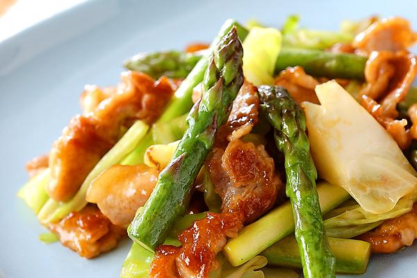 しゃきしゃき食感♪アスパラと豚肉のおすすめレシピと作り方♪のサムネイル画像