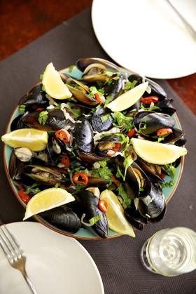 週末のディナーはムール貝に決まり!ムール貝の食べ方を教えます♪のサムネイル画像