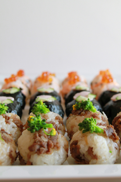 変り種おにぎりでランチを華やかに!美味しいおにぎりの作り方のサムネイル画像