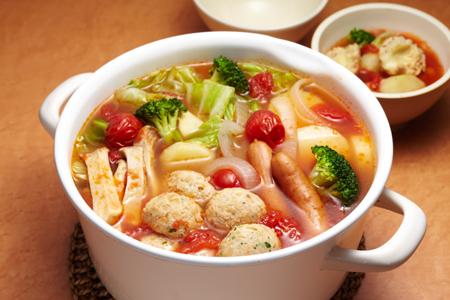 暑い夏こそ熱いスープ!バラエティ豊富な鶏団子スープレシピ集のサムネイル画像
