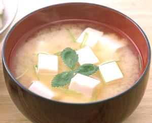 一日一杯のしあわせ。日本古来のインスタント食品お味噌汁の作り方のサムネイル画像