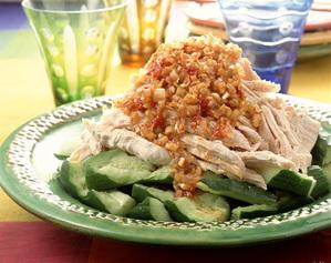 しっとり美味しい蒸し鶏レシピ!色々使えるアレンジもご紹介します!のサムネイル画像