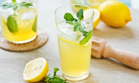 夏にぴったりなレモネードを自宅で作ろう!簡単レシピを大公開!のサムネイル画像