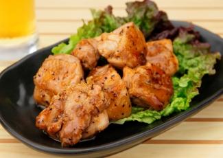 ジューシーな味わいでご飯が進む!鳥もも肉を使った人気レシピ特集のサムネイル画像