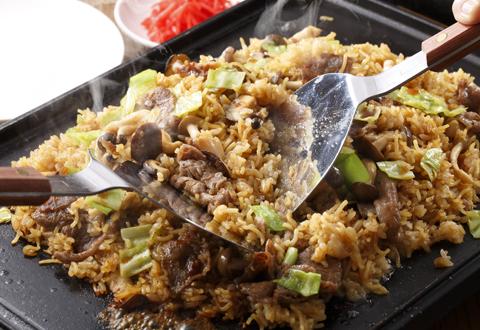 焼きそばもご飯も同時に食べたい!そば飯の人気レシピ特集!のサムネイル画像