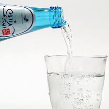 今流行りの「炭酸水」が健康に良いって本当!?炭酸水の健康的効果のサムネイル画像