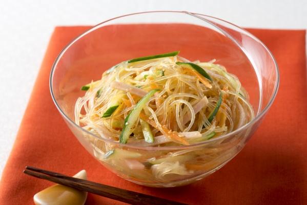 夏バテ中でもつるつるっと食べられる!絶品春雨サラダのレシピ5選のサムネイル画像