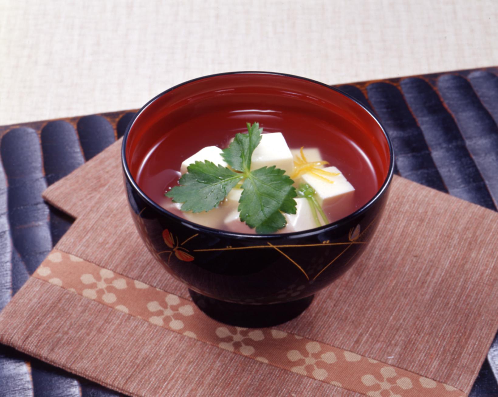 ホッとする日本の味、美味しい出汁が効いたお吸い物のレシピまとめのサムネイル画像