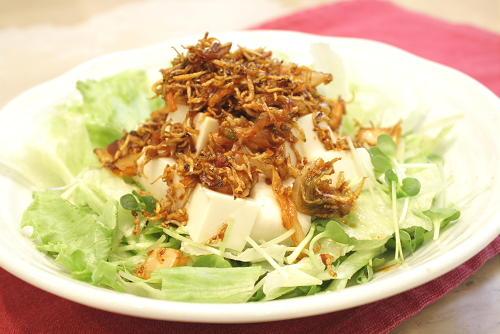 ヘルシーに食べごたえアップ!美味しい豆腐サラダのレシピまとめのサムネイル画像