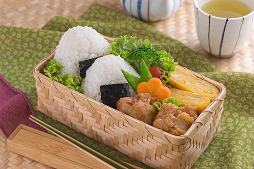 運動会に遠足に!!美味しい&可愛い&食べやすいおにぎりの作り方のサムネイル画像