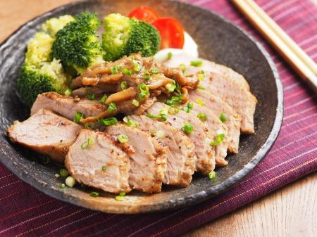 ダイエットにも最適!たんぱく質豊富な豚もも肉のレシピのご紹介のサムネイル画像
