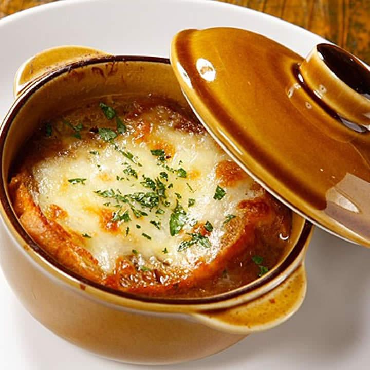 熱々トロトロのオニオングラタンスープ  自宅でも作れるレシピ集!のサムネイル画像