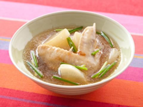 ジューシーでコラーゲンたっぷり!鶏手羽先を煮込む美味しいレシピのサムネイル画像