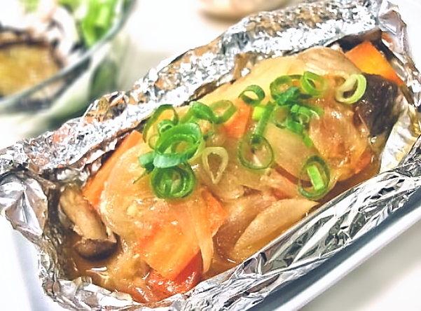 焼鮭に飽きたら鮭のホイル焼きに決まり!おすすめレシピ5選をご紹介のサムネイル画像