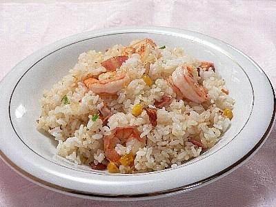 大人気の洋食レシピ!今夜のメニューは絶品エビピラフに決まり!のサムネイル画像