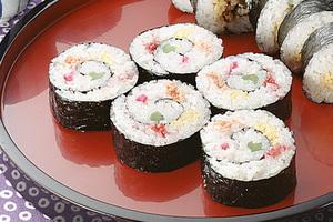 簡単レシピでお手軽に!彩り華やかな巻きずしに挑戦してみませんか?のサムネイル画像