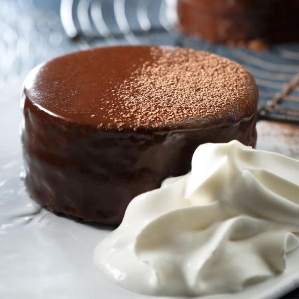 誰でも簡単に作れる!濃厚チョコがたまらないザッハトルテのレシピのサムネイル画像