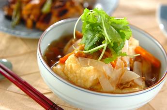 味がじゅわっと染み込む!ふんわり美味しい揚げ出し豆腐レシピ5選のサムネイル画像