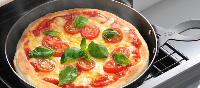 オーブン要らず!手軽でおいしい!簡単フライパンピザの作り方のサムネイル画像
